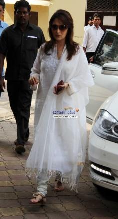 Actress Madhuri Dixit father's prayer meet