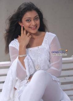 Actress Soundarya Jayamala in Kannada Film Paaru w/o Devdas