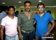 Anand Kumar, Sunil Shetty & Pritipal Bedi during film Desi Kattey training session