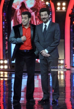 Anil Kapoor with Salman Khan during his tv show 24 promotion
