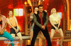 Salman Khan dancing on Humka Peeni hain at Bigg Boss 7