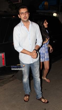 Celebs arrive at Chunky Pandey Birthday Bash 2013