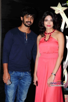 Mahat Raghavendra with Parvathy Omanakuttan at SIIMA Awards 2013 Pre-Party