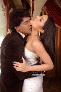 Celina Jaitley romance with Upendra  still from XYZ