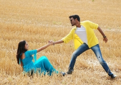 Dhanush & Nazriya Nazim Photos from Naiyandi Movie