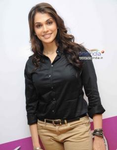 Eesha Koppikar at Kannada Film Looti Press Meet