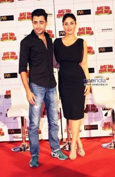 Imran Khan and Kareena Kapoor poses during the film Gori Tere Pyaar Mein first look launch