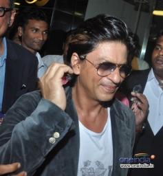 SRK snapped at Mumbai airport while returning from Dubai