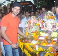 Hrithik Roshan celebrates Ganesh Visarjan 2013