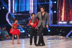 Hrithik Roshan performance with JDJ 6 contestants Sonali and Sumant