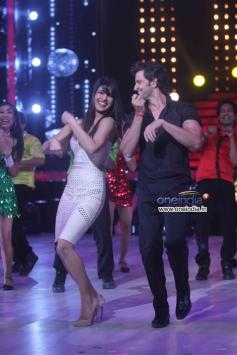 Hrithik Roshan shake a leg with Priyanka Chopra for Raghupati Raghav song from Krrish 3
