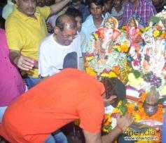 Hrithik Roshan taking blessings from Lord Ganesha