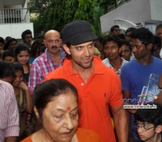 Hrithik Roshan with his father Rakesh Roshan brought Lord Ganesha statue