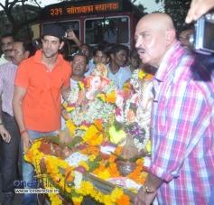 Hrithik Roshan with his father Rakesh Roshan celebrates Ganesh Visarjan 2013