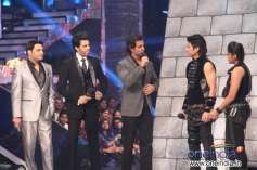 Hrithik Roshan with Jhalak Dikhhla Jaa 6 Super Finale contestants