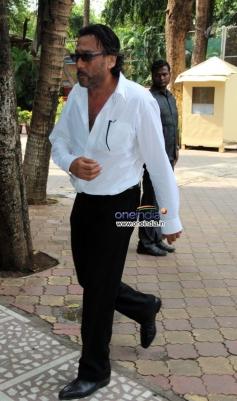 Jackie Shroff arrive at Madhuri Dixit father's prayer meet