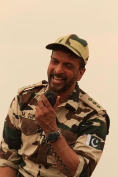 Javed Jaffrey still from film War Chhod Na Yaar