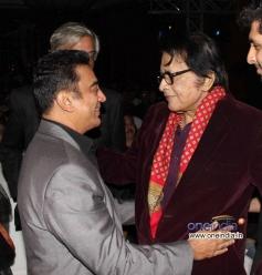 Kamal Haasan with Manoj Kumar at Jagran Film Festival 2013 Closing Ceremony