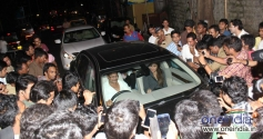 Kareena Kapoor car was surrounded by fans and media