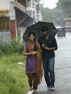 Kathir and Oviya still from Madha Yaanai Koottam Movie