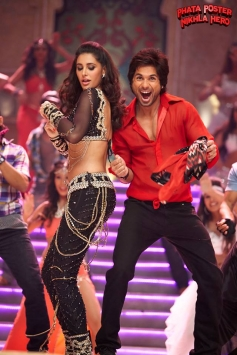 Nargis Fakhri and Shahid Kapoor still from Phata Poster Nikla Hero