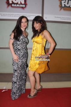 Nataliya Kozhenova with Vandana Vadera at Veena Malik's Super Model film premiere