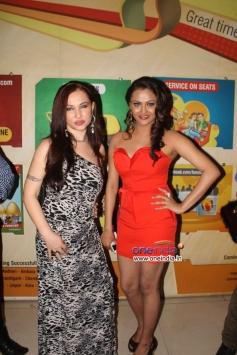 Nataliya Kozhenova With Vishakha Gupta at Veena Malik's Super Model film premiere