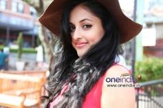 Priya Banerjee still from Kiss Movie