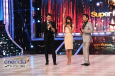Priyanka Chopra with Manish Paul and Kapil Sharma on the sets of Jhalak Dikhhla Jaa 6