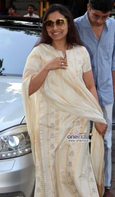 Rani Mukherjee during prayer meeting of Madhuri Dixit father Shankar Dixit
