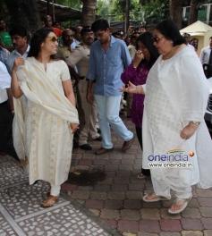 Rani Mukherjee with Pamela Chopra at Madhuri Dixit father's prayer meet