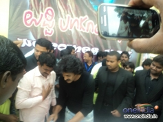 Real Star Upendra sharing sweets his fans on occassion of his 45th birthday