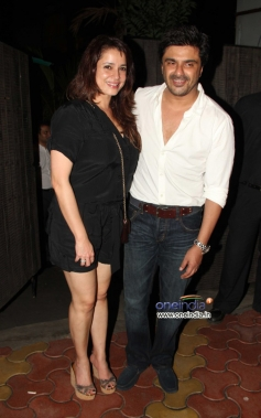 Sameer Soni with his wife Neelam Kothari at Chunky Pandey Birthday Bash 2013