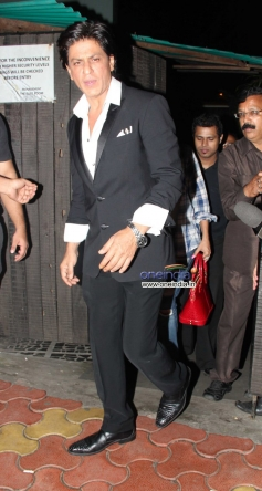 Shahrukh Khan leaves Chunky Pandey residence after the Birthday celebration