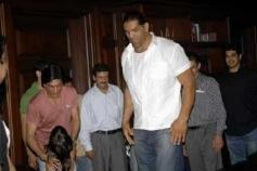 Shahrukh Khan Meet Khali at Mannat