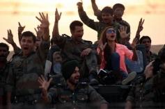 Sharman Joshi and Soha Ali Khan having fun still from film War Chhod Na Yaar