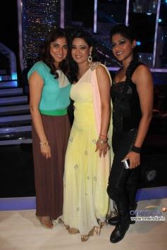 Shweta Tiwari with Jhalak Dikhhla Jaa 6 Super Finale contestants