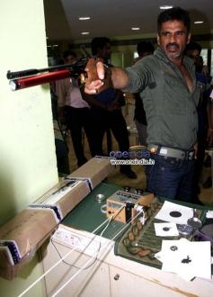 Sunil Shetty training for his film Desi Kattey