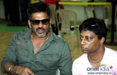 Sunil Shetty with Director Anand Kumar during film Desi Kattey training session