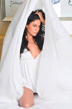 Veena Malik's film Super Model still