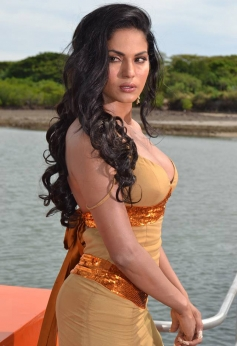 Veena Malik still from film Super Model song