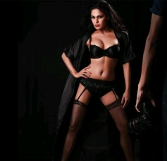Veena Malik to Don a Bikini