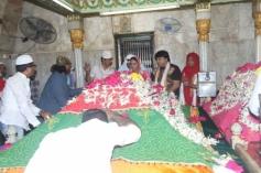 Veena Malik visits Hazrat Makhdum Fakih Ali Mahimi Dargah