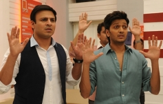 Vivek Oberoi and Ritesh Deshmukh still from Grand Masti