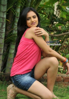 Actress Ritu Kaur Snaps