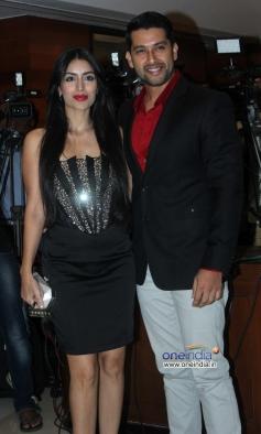 Aftab Shivdasani along with his girlfriend Nin Dusanj at Success party of film Grand Masti