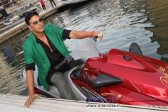 Akshay Kumar rides jet-ski for 'Boss' promotion in Dubai