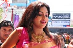 Amala Paul Inaugurates Kalanikethan Showroom Photos