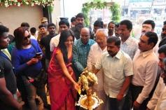Amala Paul Inaugurates Kalanikethan Showroom Pics