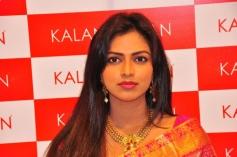 Amala Paul Inaugurates Kalanikethan Showroom Pictures